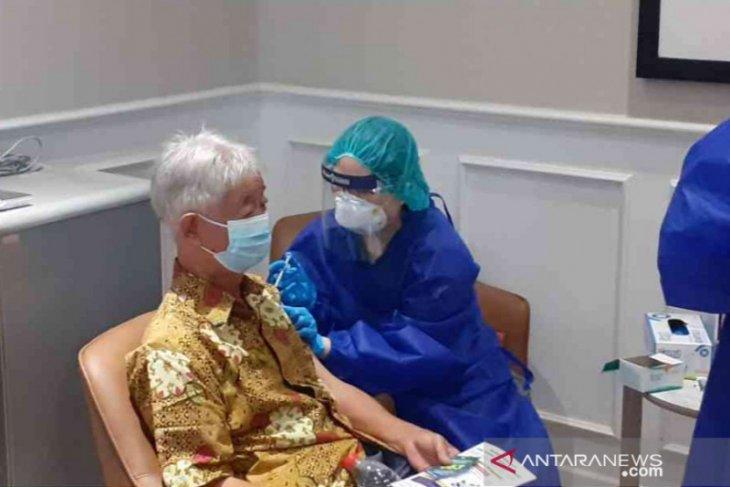 Pemkab Bekasi mulai vaksinasi COVID-19 bagi 400 lansia (video)