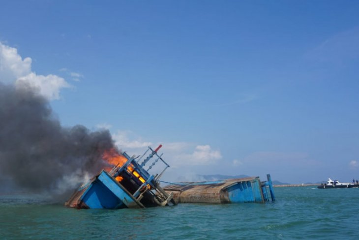 Dua kapal pencuri ikan ditenggelamkan