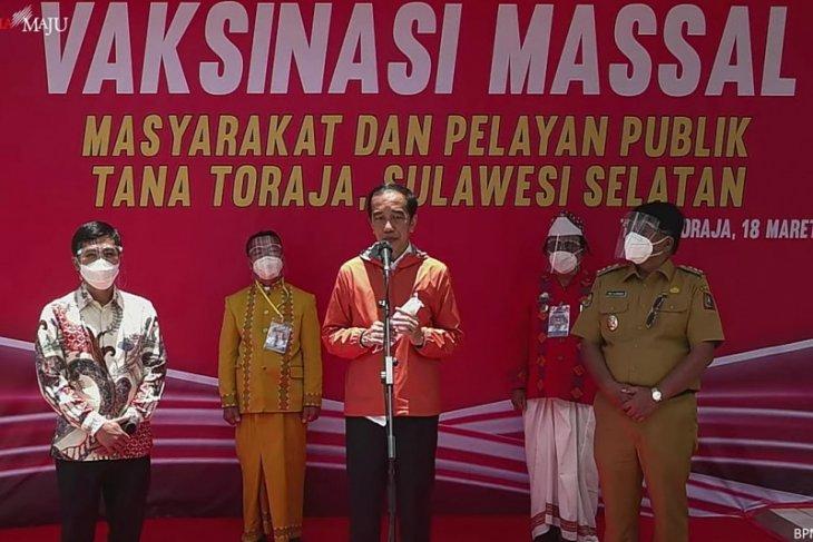 Jokowi witnesses mass vaccinations at Tana Toraja health centers