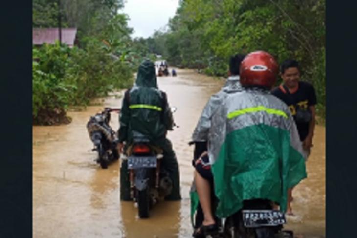 Desa Rumbeh Silat Hilir Kapuas Hulu banjir transportasi darat terganggu