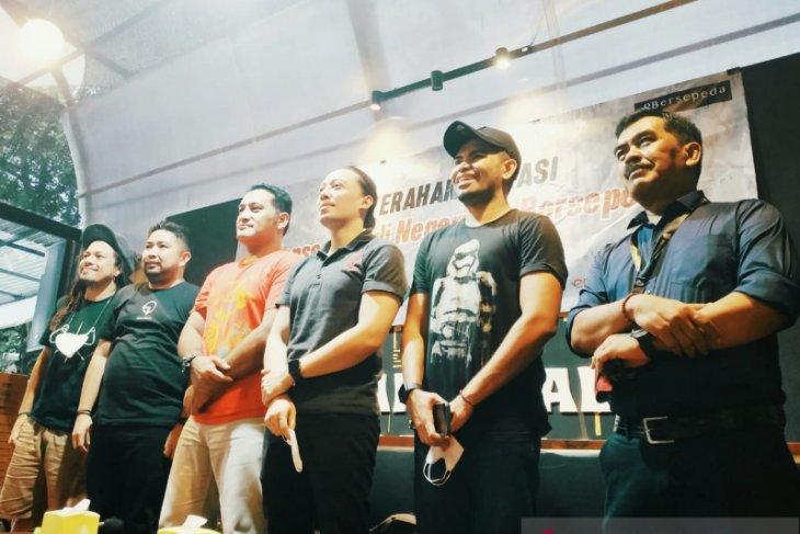 Sejumlah artis ibu kota serahkan bantuan untuk korban banjir Kalsel