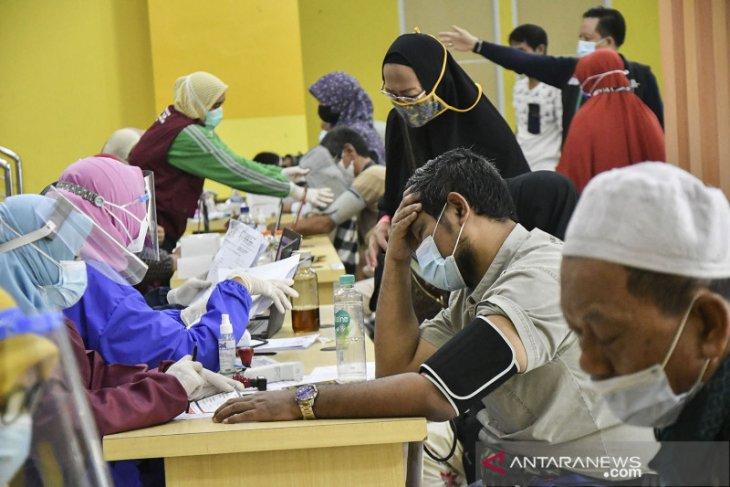 456 calon haji lansia di Bekasi jalani vaksinasi COVID-19