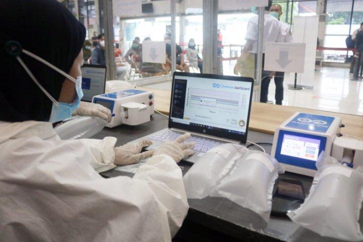 Calon penumpang di Stasiun Jombang kini terlayani pemeriksaan GeNose