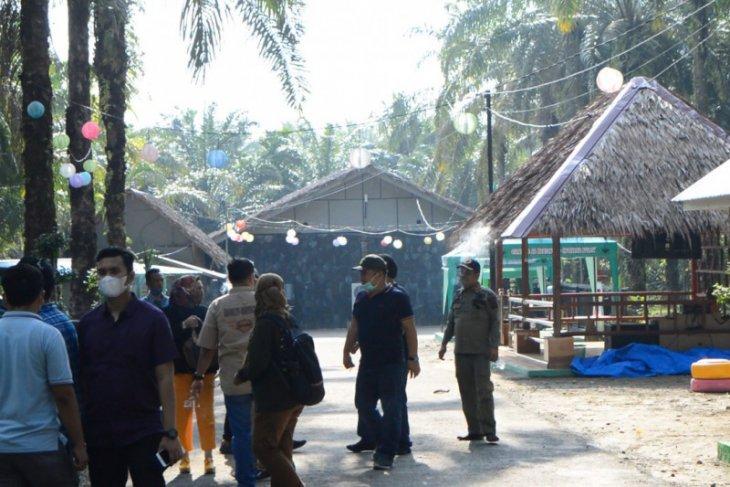 Atas instruksi Bupati cafe dan resto Star Fly di Kuala Langkat ditutup
