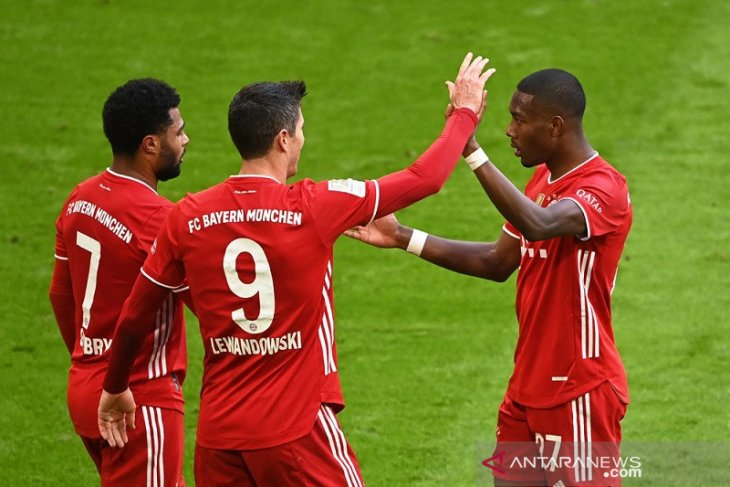 Hattrick Lewandowski antar Bayern Munchen cukur Stuttgart 4-0