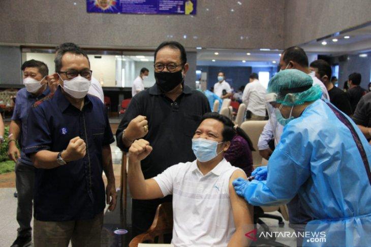 Wagub: Keberhasilan vaksinasi COVID-19 percepat pemulihan ekonomi di Bali