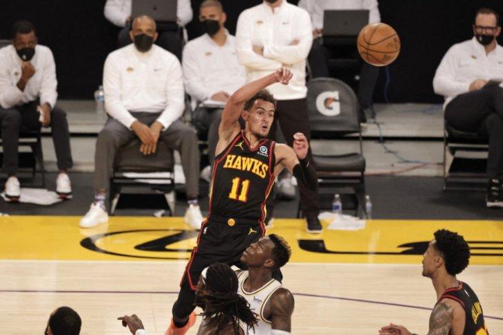 Hawks undukkan Lakers 99-94