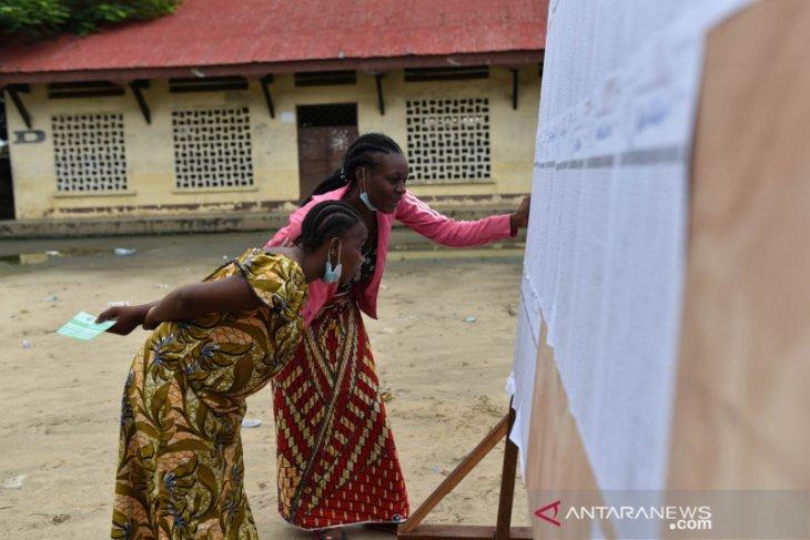 PM Clement Mouamba  beserta pemerintah Republik Kongo mundur