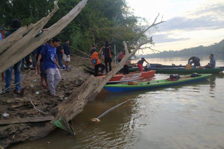 Berniat mengantar bibit sawit, warga Nanga Tayap hilang di Sungai Pawan
