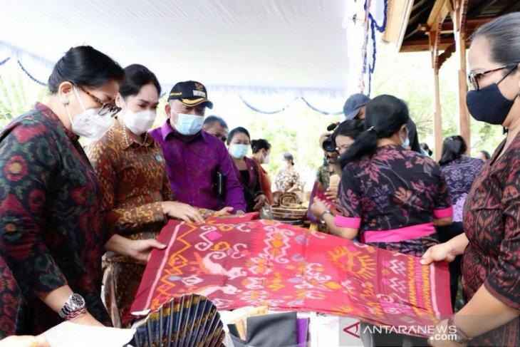 Dekranasda Bali dukung sentra tenun di Jembrana