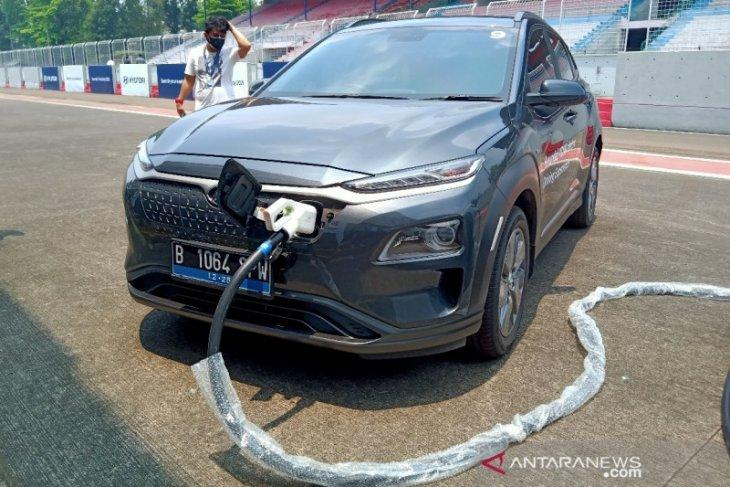 Hyundai pasarkan layanan isi daya mobil listrik