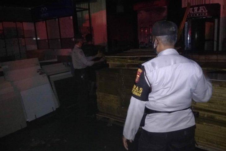 Toko bangunan di Bali terbakar hingga rugi miliaran