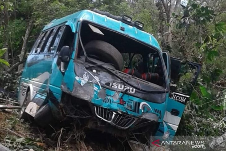 Bus wisata jatuh ke jurang Pantan Terong, dua warga meninggal