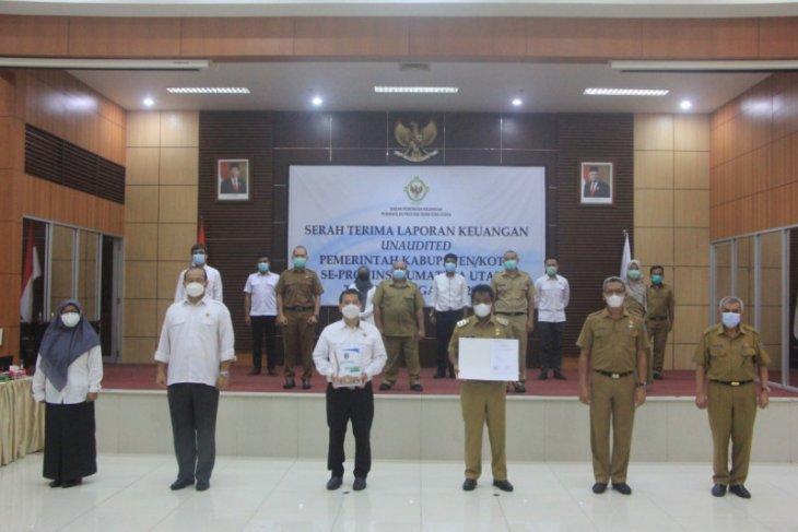 Pelaksana Tugas Wali Kota Binjai serahkan LKPD