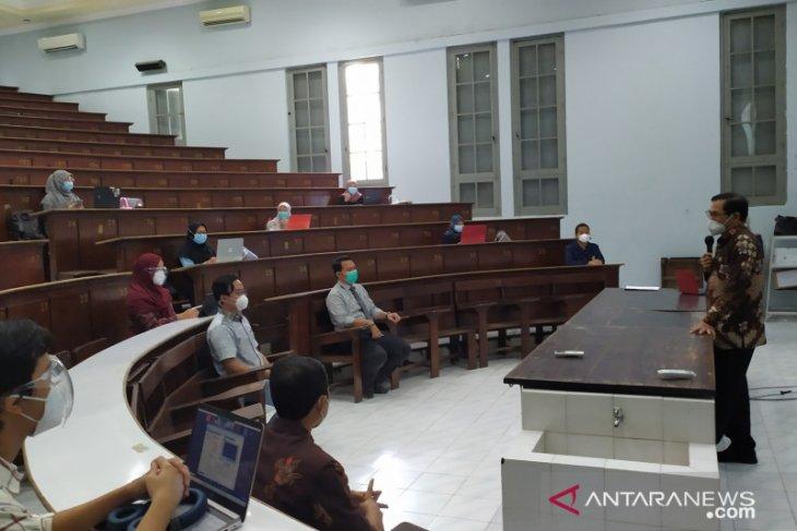 Puluhan mahasiswa FK Unair mulai jalani kuliah di ruang bersejarah