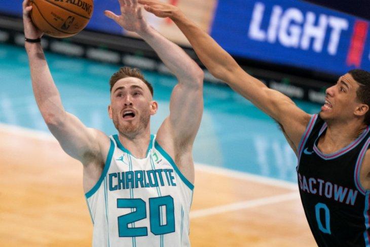 Hornets menaklukkan Spurs 100-97 meski tanpa LaMelo Ball