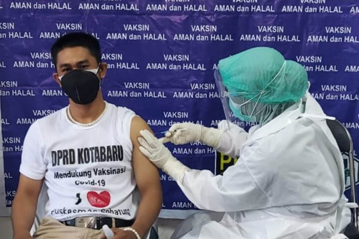 Anggota DPRD dan pegawai Setwan Kotabaru jalani vaksinasi COVID-19