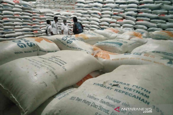 Terlalu lama di gudang, 5.000 ton beras asal Vietnam turun mutu