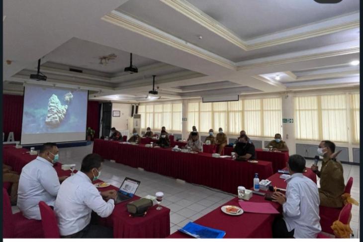 Wakil Bupati Kapuas Hulu bersama 14 kades datangi Kantor PLN Kalbar