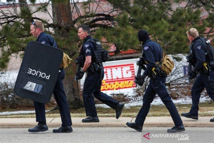 Penembakan massal dalam supermarket di Colorado