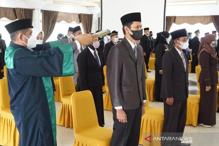 64 kepala sekolah di HSS dilantik
