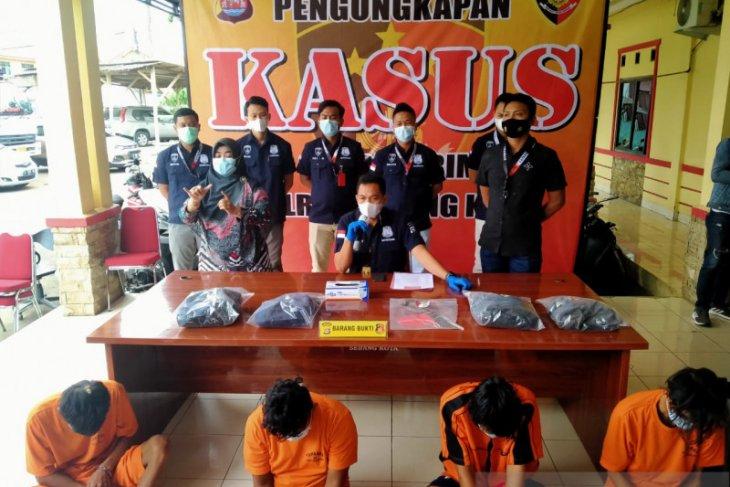 Polisi tangkap lima pelaku pembacokan di Pasar Rau Kota Serang