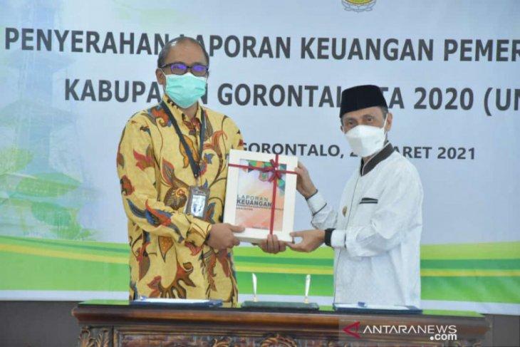 Bupati Gorontalo serahkan LKPD ke BPK