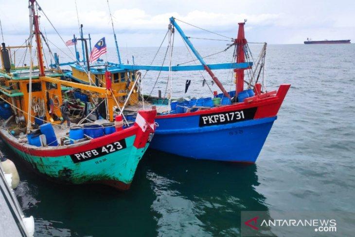 Dua kapal pencuri ikan asal Malaysia berhasil diamankan