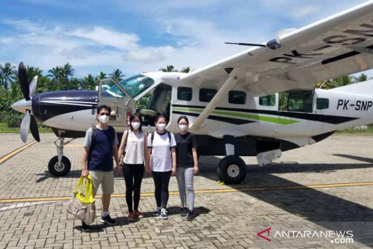 Empat penumpang lakukan penerbangan perdana di bandara Singkawang