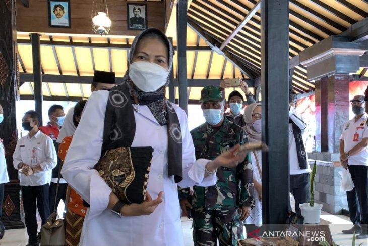Wali Kota Batu Dewanti Rumpoko mengaku tidak diperiksa KPK