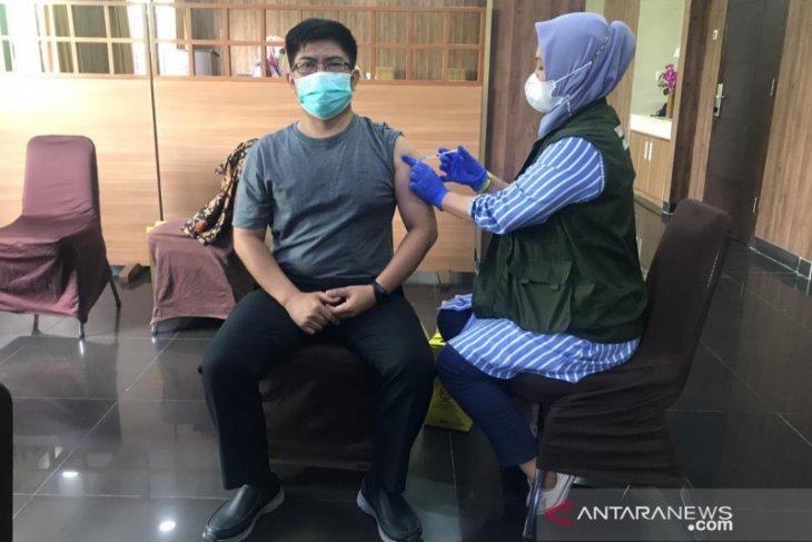 60 karyawan BPJAMSOSTEK Bekasi jalani vaksinasi COVID-19