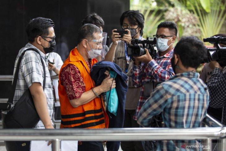 Wali Kota Cimahi nonaktif dicecar terkait dugaan oknum penyidik bantu kasusnya