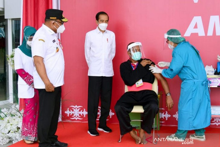 Presiden Jokowi minta bupati kawal program vaksinasi