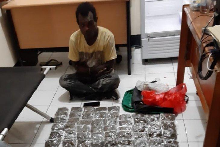 Two Papua New Guinea citizens nabbed for smuggling marijuana