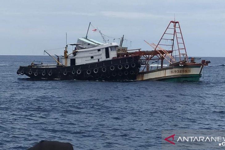 KKP-Kejaksaan tenggelamkan 4 kapal berbendera Vietnam di Kalbar