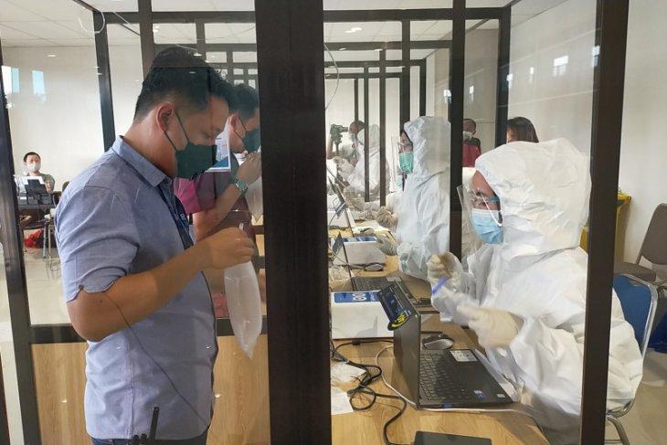 Pemkab Sidoarjo bantu 1.300 dosis vaksin untuk petugas Bandara Juanda