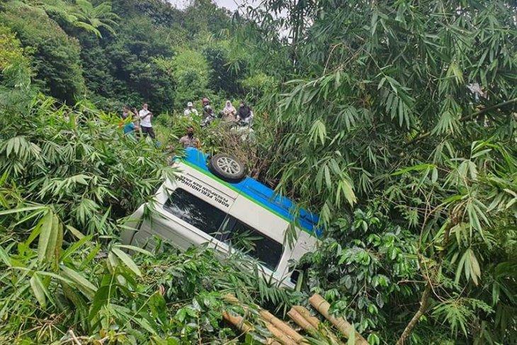Rem blong, mobil dinas Pemkab Bener Meriah jatuh ke jurang penumpang luka-luka