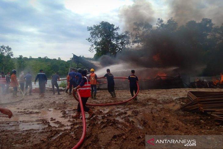 Tangki penampungan solar PT HK terbakar di proyek tol Bengkulu-Sumsel