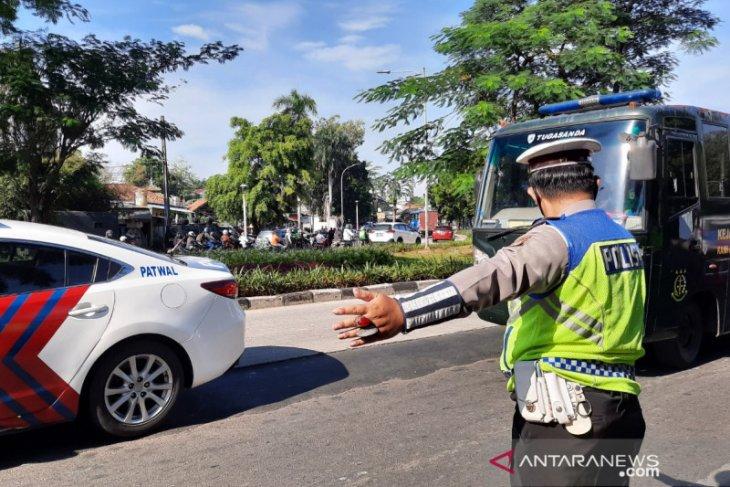 Sidang Rizieq Shihab,  tiba di PN Jakarta Timur dengan pengawalan ketat