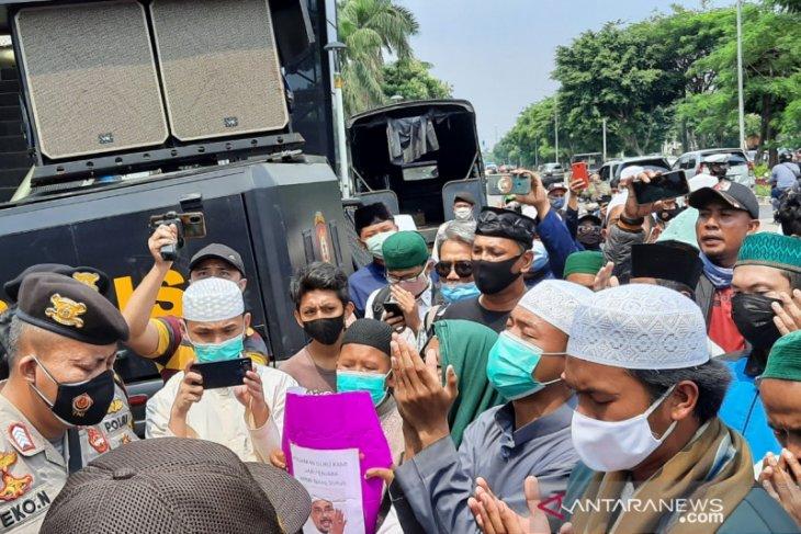 Polisi mencegah simpatisan Habib Rizieq Shihab gelar aksi di pengadilan