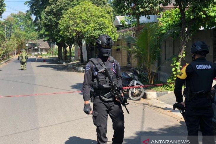 Benda  diduga bom ditemukan di Cipinang