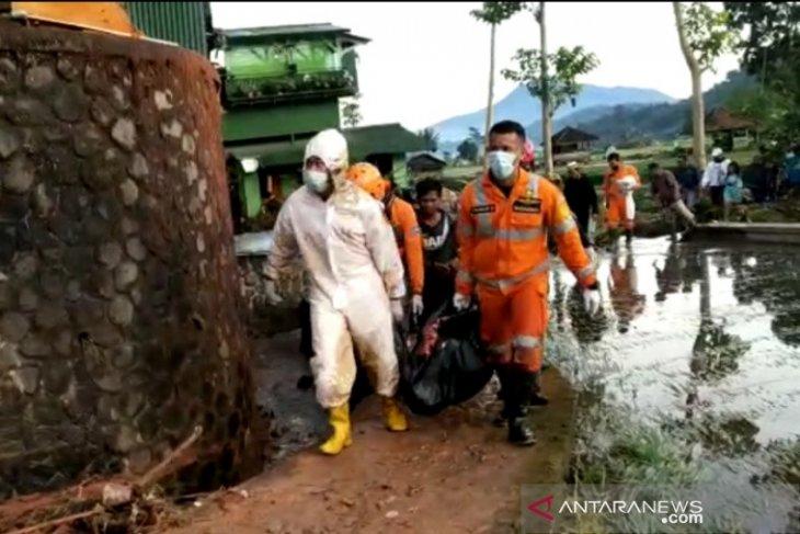 Petani meninggal diterjang banjir bandang saat bekerja di sawah