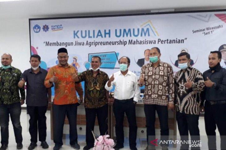 Rektor UTU Meulaboh: Akmal sosok bupati enterpreneur