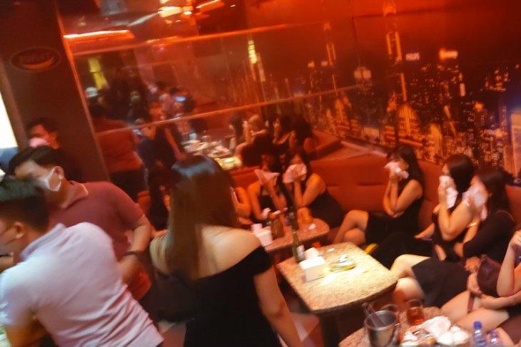 Dua tempat hiburan malam di Serpong disegel polisi