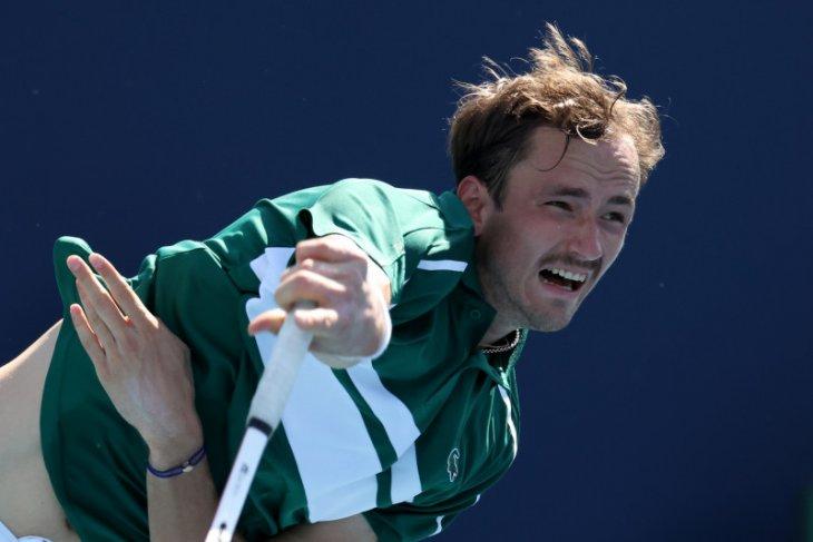 Medvedev lalui babak pertama Wimbledon  dengan percaya diri