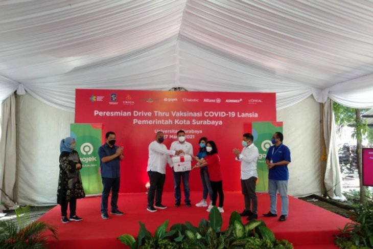 East Java gets first drive-through COVID-19 vaccination facility