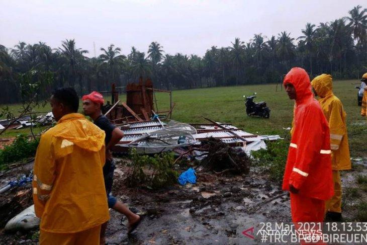 Delapan kios milik warga di Bireuen rusak setelah diterjang angin puting beliung