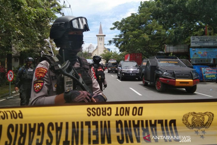 Menko Polhukam pastikan pemerintah akan buru jaringan teror bom di Makassar