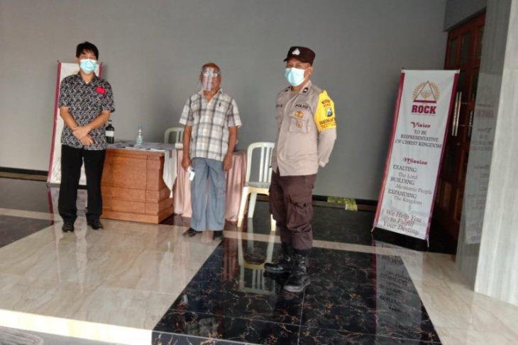 Polisi Gresik sterilisasi pengunjung kebaktian di gereja