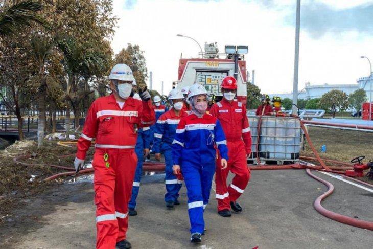 Pertamina upayakan pemadaman api Kilang Balongan menggunakan air laut